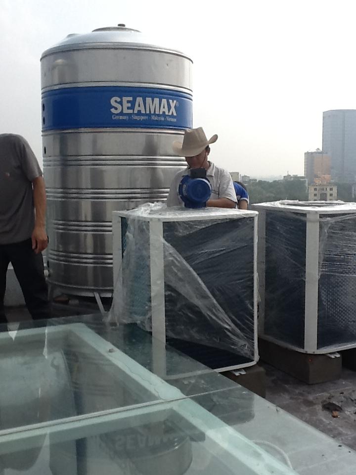 Máy nước nóng công nghiệp giải pháp cho doanh nghiệp dịch vụ